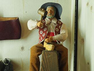 sculpteur sur bois miniature